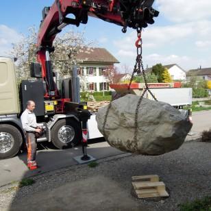 Stein beim Abladen
